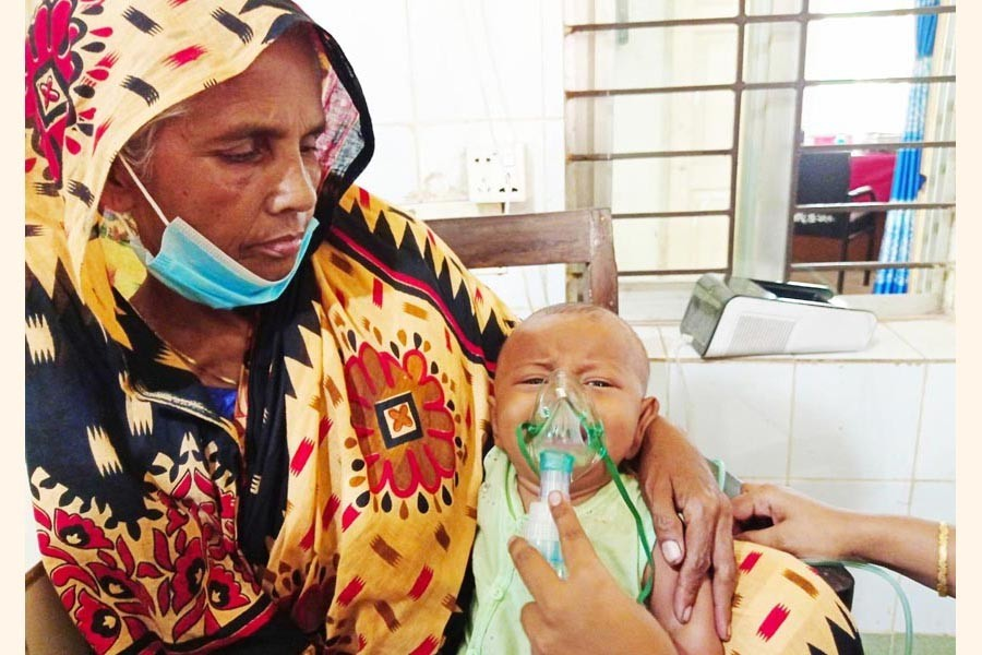 Photo shows a rotavirus-infected child at Chauddagram Upazila Health Complex in Cumilla — FE Photo