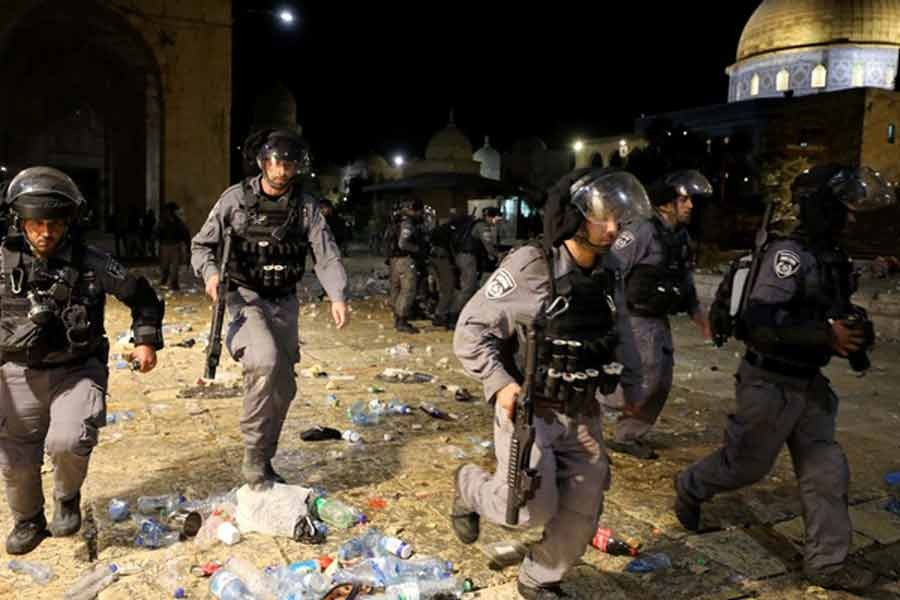 Israeli police run during clashes with Palestinians at the compound that houses Al-Aqsa Mosque, known to Muslims as Noble Sanctuary and to Jews as Temple Mount, amid tension over the possible eviction of several Palestinian families from homes on land claimed by Jewish settlers in the Sheikh Jarrah neighbourhood, in Jerusalem's Old City, on Friday -Reuters photo