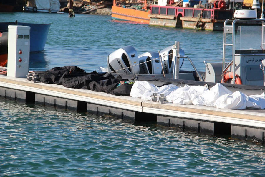 Shipwreck off Tunis leaves at least 17 migrants dead