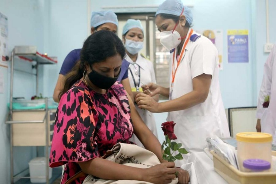 A healthcare worker holding a rose receives an AstraZeneca's COVISHIELD vaccine, during the coronavirus disease (COVID-19) vaccination campaign, at a medical centre in Mumbai, India, January 16, 2021. REUTERS