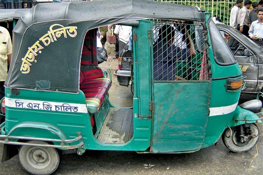 Auto-rickshaw drivers urge for maximum daily deposit maintained at Tk 900