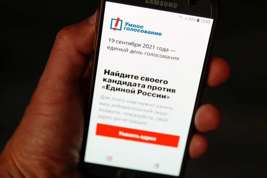 The Russian opposition politician Alexei Navalny's Smart Voting app is seen on a phone, in Moscow, Russia on September 16, 2021 — Reuters photo