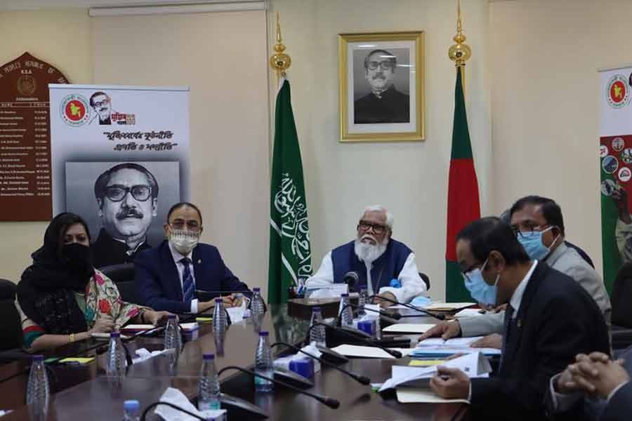 A Bangladesh delegation, led by Prime Minister's Private Sector Industry and Investment Adviser Salman F Rahman, held a virtual meeting with Saudi Minister of Commerce and Investment Majid bin Abdullah Al Qasabi recently